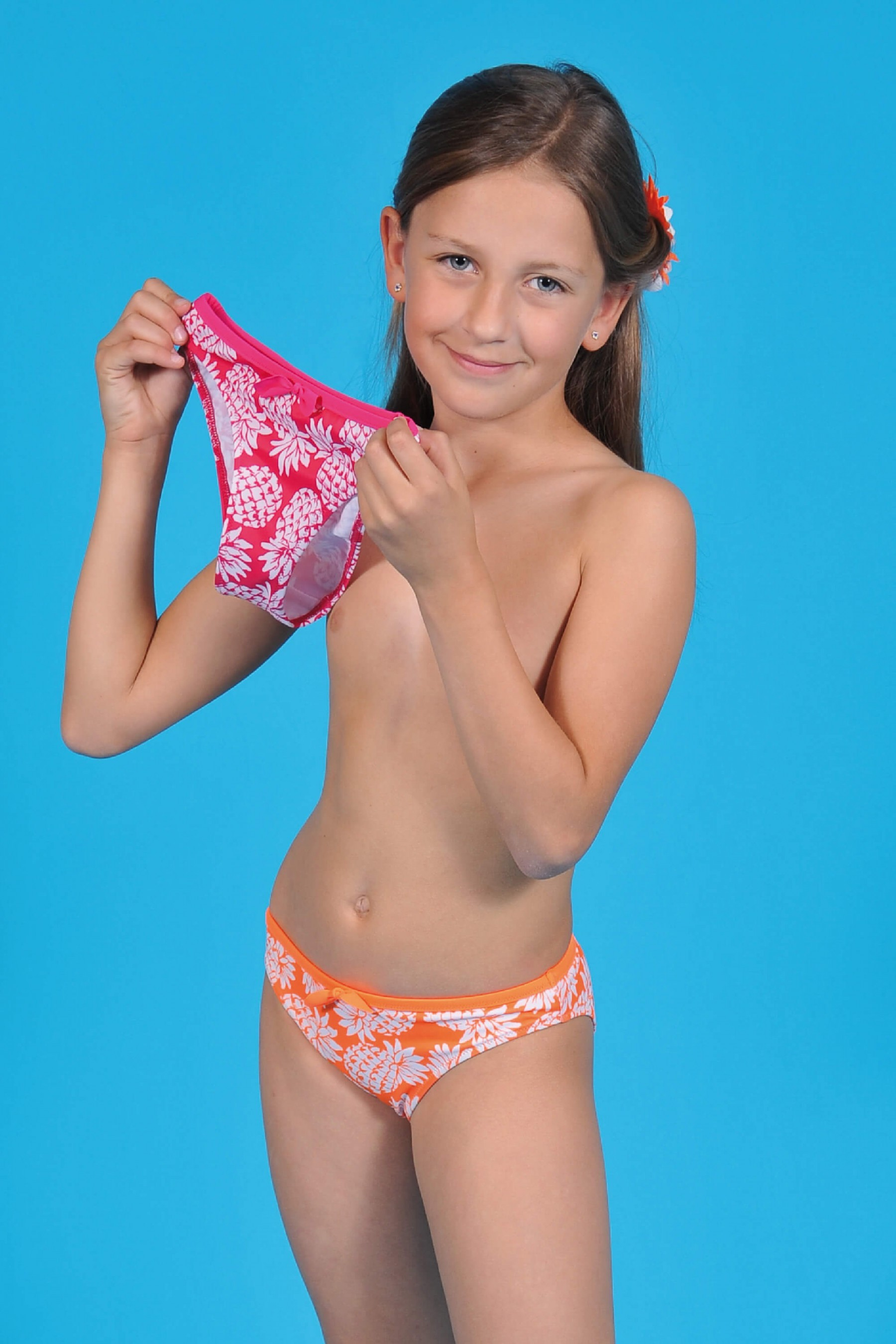 Mädchen zeigen Höschen Bilder